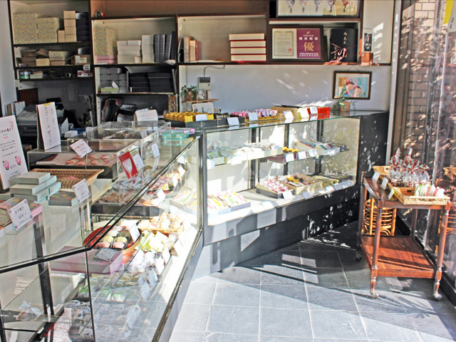 shop_inside_view02